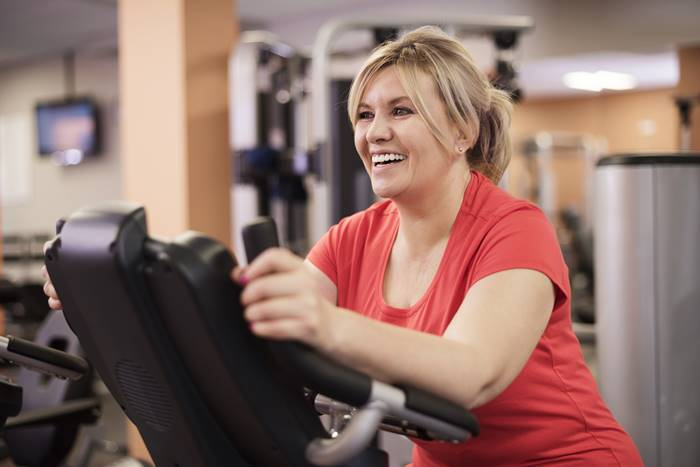 manfaat-olahraga-sepeda-statis-bantu-turun-berat-badan
