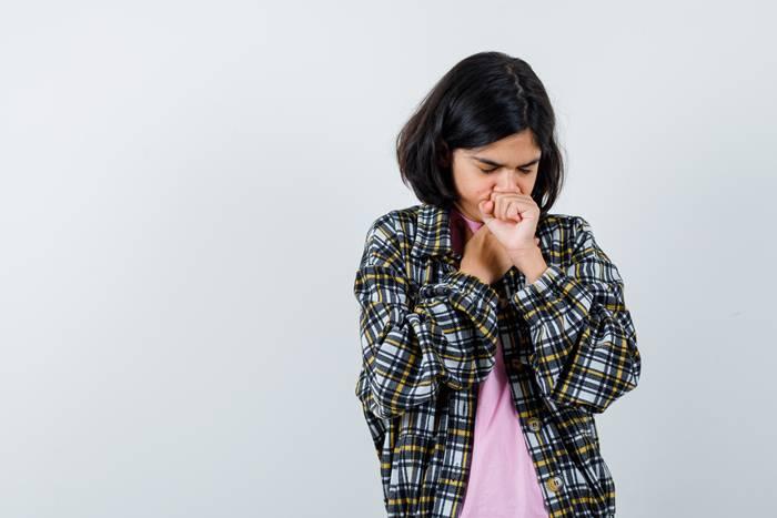 gejala-ringan-covid-19-batuk