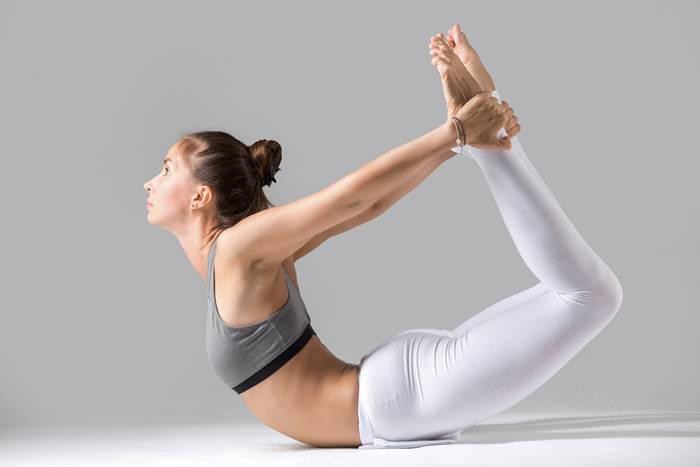 6-latihan-yoga-untuk-menangkal-covid-19-lingzhi-japan-dhanurasana-pose