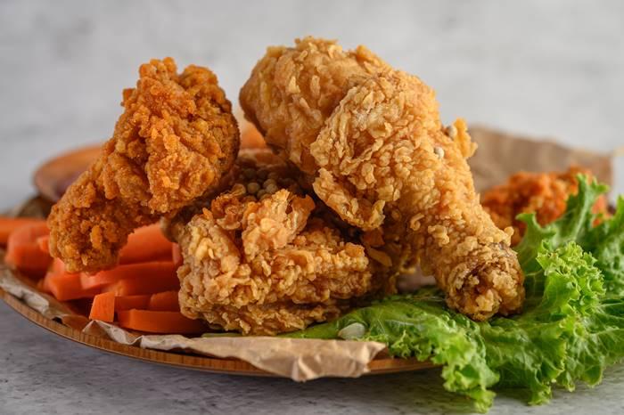 10-makanan-yang-dapat-melemahkan-sistem-imun-tubuh-lingzhi-japan-ayam-goreng
