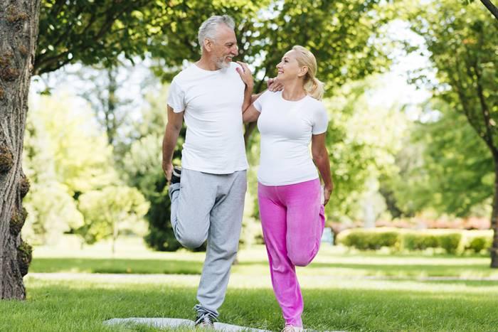 8-tips-hidup-semakin-tua-semakin-bahagia-lingzhi-japan-jalan-sehat